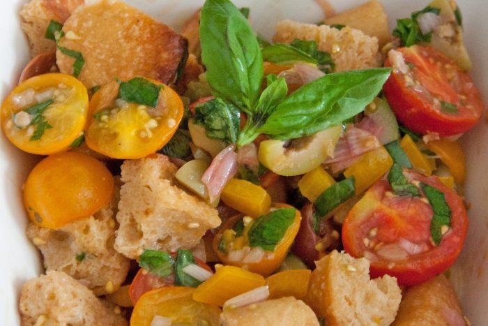 Salade de pain façon panzanella