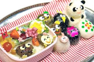 personnages kawaii dans un bento