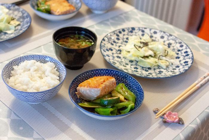Saumon et légumes grillés et marinés
